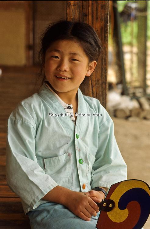 A young shoolboy.         Un jeune ecolier      //////R28/14    L2631  /  R00028  /  P0003008//////Chonhakdong village confucianiste traditionel. //////Chonhakdong traditional confucianist village .