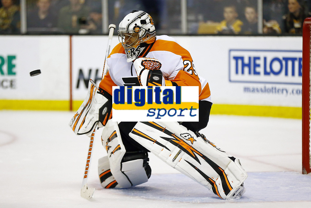 April 5, 2014: Philadelphia Flyers Ray Emery (29) watches the puck come in. The Boston Bruins defeated the Philadelphia Flyers 5-2 in a regular season NHL Eishockey Herren USA game at TD Garden in Boston, Massachusetts. NHL Eishockey Herren USA APR 05 Flyers at Bruins <br /> Norway only