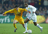FOOTBALL - LEAGUE CUP 2003/04 - 03/02/2004 - 1/2 FINAL - FC NANTES v AJ AUXERRE - OLIVIER KAPO OBOU (AUX) / JEREMY  TOULALAN (NAN) - PHOTO PIERRE MINIER / FLASH PRESS<br />