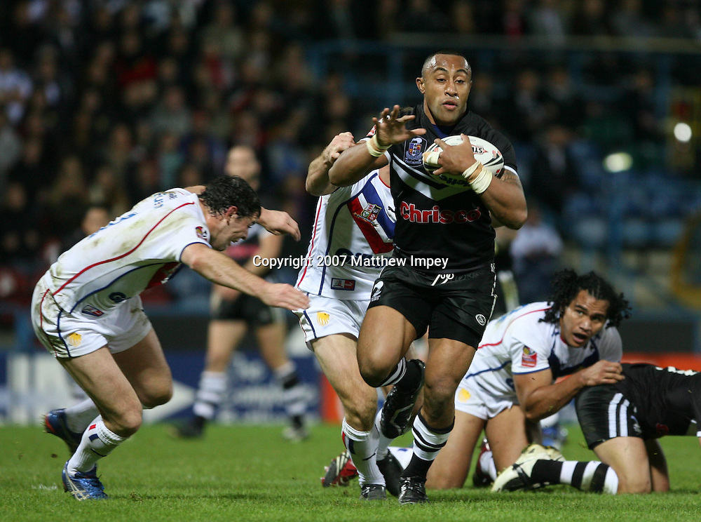Roy Asotasi of New Zealand tackled by Paul Wellens of GB (left) . New Zealand Kiwis v Great Britain. International rugby league match. Galpharm Stadium, Huddersfield, England. Saturday 27 October 2007. Photo: Mathew Impey/PHOTOSPORT
