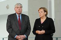 """16 OCT 2006, BERLIN/GERMANY:<br /> Michael Sommer (L), Vorsitzender Deutscher Gewerkschaftsbund, DGB, und Angela Merkel (R), CDU, Bundeskanzlerin, im Gespraech, waehrend einer Pressekonferenz nach dem Spitzengespraech """"Familie und Wirtschaft"""" der Bundeskanzlerin mit der Impulsgruppe der """"Allianz für die Familie"""", Bundeskanzleramt<br /> IMAGE: 20061016-01-026<br /> KEYWORDS: Spitzengespräch, Gespräch"""