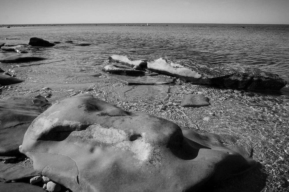 Sandsten vi stranden på västra sidan ner mot Hoburgen