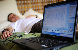 11-10-2008 REPORTAGE: KILIMANJARO CHALLENGE 2008: TANZANIA<br /> In de ochtend is het eerste onderzoek begonnen. Om zeven uur liggen de eersten al op bed aan de apparatuur. Gekeken wordt er naar de bloedstromen en de elasticiteit van de aderen<br /> ©2008-WWW.FOTOHOOGENDOORN.NL