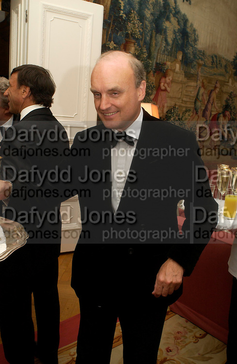 Nicholas Coleridge. An Evening in honour of Salvatore Ferragamo hosted by the Ambassador of Italy. The Italian Embassy, 4 Grosvenor Square. London W1. 8 June 2005. ONE TIME USE ONLY - DO NOT ARCHIVE  © Copyright Photograph by Dafydd Jones 66 Stockwell Park Rd. London SW9 0DA Tel 020 7733 0108 www.dafjones.com