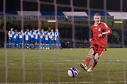 BRISTOL, ENGLAND - Thursday, January 15, 2009: Liverpool's Lauri Dalla Valle scores the second penalty during the shoot-out against Bristol Rovers during the FA Youth Cup match at the Memorial Stadium. (Mandatory credit: David Rawcliffe/Propaganda)
