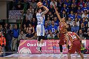DESCRIZIONE : Campionato 2015/16 Serie A Beko Dinamo Banco di Sardegna Sassari - Umana Reyer Venezia<br /> GIOCATORE : Joe Alexander<br /> CATEGORIA : Tiro Controcampo<br /> SQUADRA : Dinamo Banco di Sardegna Sassari<br /> EVENTO : LegaBasket Serie A Beko 2015/2016<br /> GARA : Dinamo Banco di Sardegna Sassari - Umana Reyer Venezia<br /> DATA : 01/11/2015<br /> SPORT : Pallacanestro <br /> AUTORE : Agenzia Ciamillo-Castoria/L.Canu