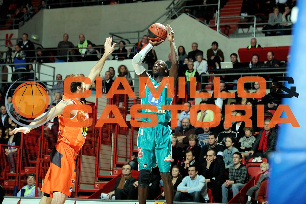 DESCRIZIONE : Championnat de France Basket Ligue Pro A  au Mans<br /> GIOCATORE : Antoine MENDY<br /> SQUADRA : Pau Orthez<br /> EVENTO : Ligue Pro A  2010-2011<br /> GARA : Le Mans Pau Orthez<br /> DATA : 28/01/2011<br /> CATEGORIA : Basketbal France Ligue Pro A<br /> SPORT : Basketball<br /> AUTORE : JF Molliere/Herve Petitbon par Agenzia Ciamillo-Castoria <br /> Galleria : France Basket 2010-2011 Action<br /> Fotonotizia : Championnat de France Basket Ligue Pro A au Mans<br /> Predefinita :
