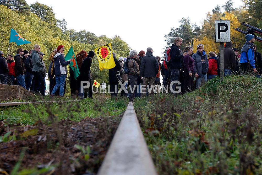 Die Anti-Atomkraft-Bewegung protestiert im Vorfeld des Castortransports nach Gorleben im November 2010 an &uuml;ber hundert Orten gegen die Atompolitik der schwarz-gelben Bundesregierung. <br /> <br /> Ort: Leitstade<br /> Copyright: XXX<br /> Quelle: PubliXviewinG