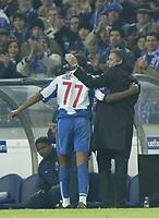PORTO-25 FEVEREIRO:BENNI MACCARTHY#77 e o treinador JOSE MOURINHO no jogo F.C. Porto vs Manchester United F.C. primeira mao dos oitavos de final da Liga dos campeoes realizado no estadio do Dragao 25/02/2004.<br />(PHOTO BY:GERARDO SANTOS/AFCD)  )