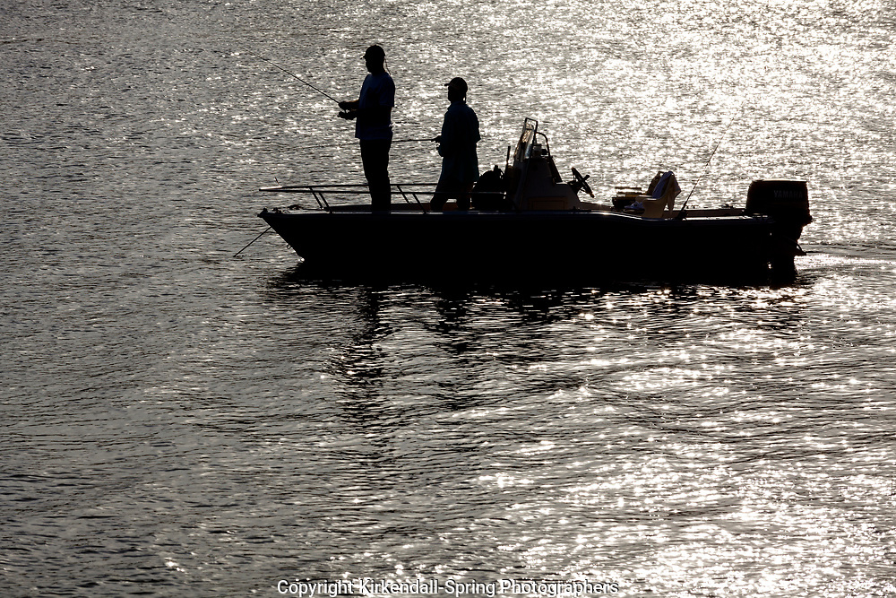 NC00945-00...NORTH CAROLINA - Fishermen in Banks Channel Wrightsville Beach.