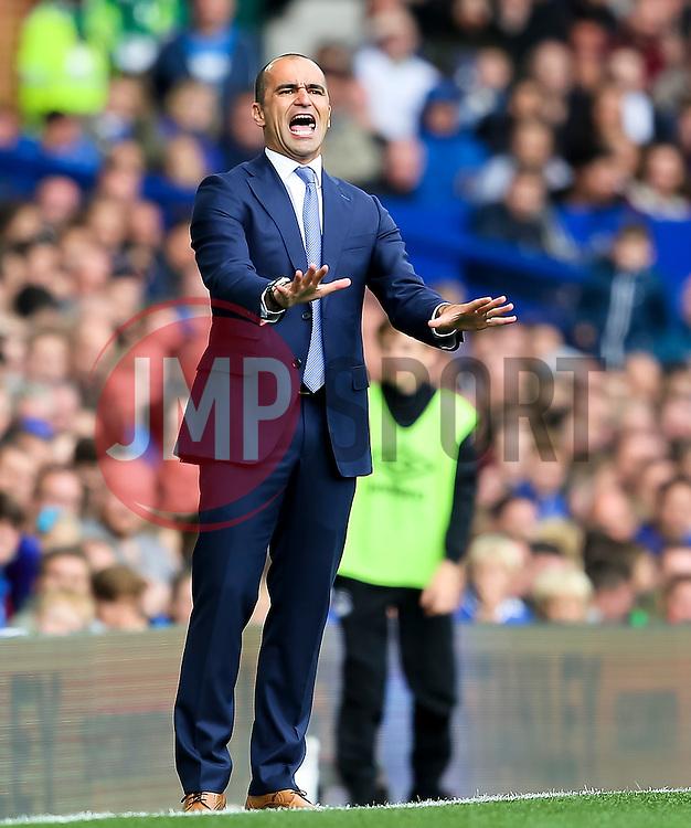 Everton Manager, Roberto Martinez gestures to his players - Mandatory byline: Matt McNulty/JMP - 07966386802 - 12/09/2015 - FOOTBALL - Goodison Park -Everton,England - Everton v Chelsea - Barclays Premier League