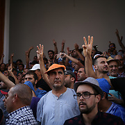 Faced with the forces of order which repulsed them, the demonstrators took refuge on the threshold of a mosque of the city center, in Al Hoceima, on 20 July.