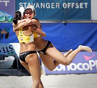 Volleyball, Sandvolleyball, World Tour Stavanger, Grand Slam, 30/06-05,<br />Ingrid Tørlen jubler over seiern sammen med Nila Håkedal,<br />Foto: Sigbjørn Andreas Hofsmo, Digitalsport