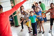 Niños del Barrio San Miguel de La Vega juegan con estudiantes de la UCAB como parte del programa Casa Universitaria Padre Alberto Hurtado (CUPAH) durante las actividades organizadas en la Casa de los Muchachos. Caracas, Nov. 08, 2013 (Foto/Ivan Gonzalez)