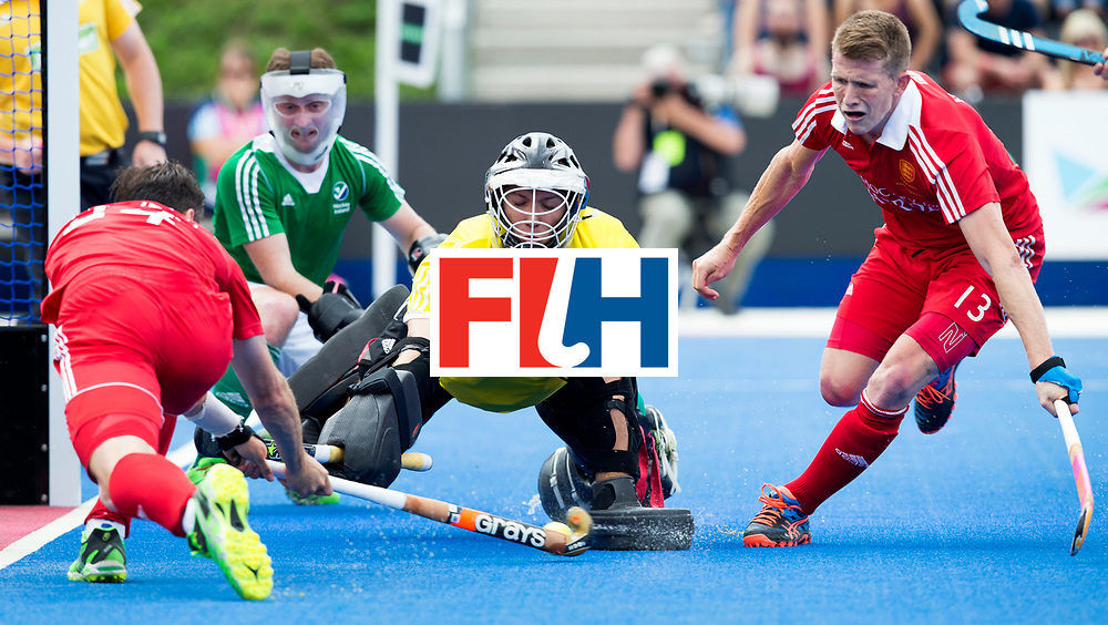 LONDON -  Unibet Eurohockey Championships 2015 in  London. England v Ireland for bronze medal .  David Harte (m) goalie from Ireland stops Iain Lewers (l) . right Sam Ward.  WSP Copyright  KOEN SUYK