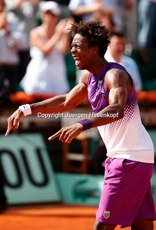 French Open 2011, Roland Garros,Paris,ITF Grand Slam Tennis Tournament . Gael Monfils (FRA) jubelt nach seinem Sieg,Jubel, Freude,Emotion,,