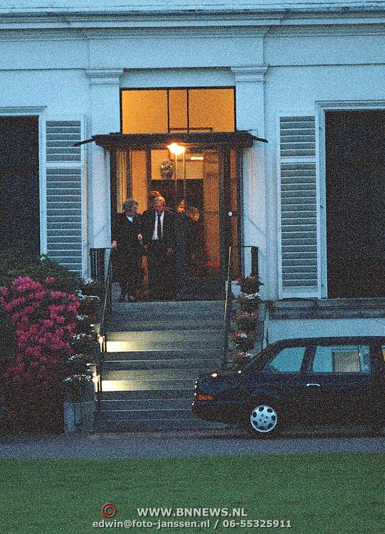90ste Verjaardag Juliana, Beatrix en Claus verlaten het paleis Soestdijk
