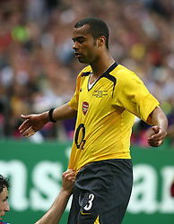 PARIS, FRANCE - WEDNESDAY, MAY 17th, 2006: Arsenal's Ashley Cole during the UEFA Champions League Final at the Stade de France. (Pic by David Rawcliffe/Propaganda)