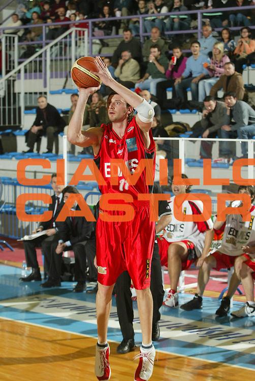 DESCRIZIONE : Faenza Lega A2 2005-06 Zarotti Imola Edimes Pavia <br /> GIOCATORE : Gatto <br /> SQUADRA : Edimes Pavia <br /> EVENTO : Campionato Lega A2 2005-2006 <br /> GARA : Zarotti Imola Edimes Pavia <br /> DATA : 22/01/2006 <br /> CATEGORIA : Tiro <br /> SPORT : Pallacanestro <br /> AUTORE : Agenzia Ciamillo-Castoria/M.Marchi