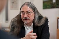 14 MAR 2012, BERLIN/GERMANY:<br /> Michael Sailer, Oeko-Institut, Sprecher der Geschaeftsfuehrung, Vorsitzender der Entsorgungskommission, ESK, und Vorsitzender  der Reaktor-Sicherheitskommission, RSK, waehrend einem Interview, in seinem Buero, Oeko-Institut<br /> IMAGE: 20120314-01-002<br /> KEYWORDS: Öko-Institut
