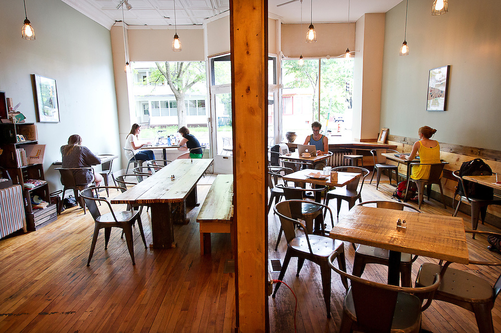 Guests enjoy the relaxed atmosphere at Groundswell Coffee in St. Paul, Saturday, May 31, 2014. [ BEN BREWER • Special to the Star Tribune _ Assignments #  20034753A  DATE: May 31, 2014 SLUG: greenline.vita EXTRA INFORMATION: