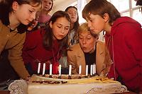 16 NOV 1999, BERLIN/GERMANY:<br /> Christine Bergmann, SPD, Bundesfamilienministerin, pustet mit Schülern Kerzen auf einer Torte, gebacken zum 10. Jahrestages der UN-Kinderrechtskonventionen, aus, Grundschule Berlin-Mitte, Ruppiner Str. 48/49<br /> Christine Bergmann, SPD, Fed. Minister for Family, Old People, Women and Youth, with pupils, during the visitation of a school, in cause of the 10th anniversary of the UN Childrens Rights Convention <br /> IMAGE: 19991116-02/01-32<br /> KEYWORDS: Kind, Child, Kuchen, cake