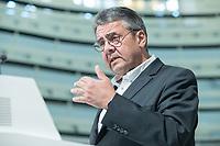 """24 JUN 2019, BERLIN/GERMANY:<br /> Sigmar Gabriel, MdB, SPD, Bundesminister a.D. und ehem. SPD Parteivorsitzender, haelt eine Rede, Zukunftsdialog des Wirtschaftsforums der SPD """"Soziale Marktwirtschaft 4.0"""" mit Google Germany GmbH<br /> IMAGE: 20190624-01-058"""