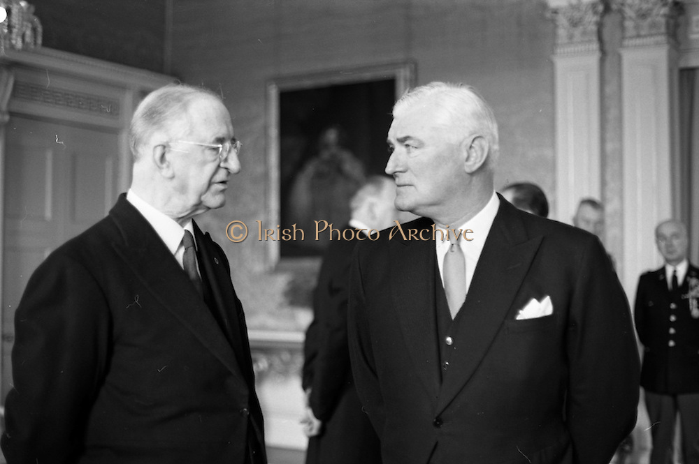 28/04/1965<br /> 04/28/1965<br /> 28 April 1965<br /> New American Ambassador presents Credentials. Picture shows His Excellency Raymond Richard Guest , (right) American Ambassador, chatting with President Eamon de Valera after the presentation at Aras an Uachtarain. U.S. Military Attache Col. Bradford Butler can be seen on the right.