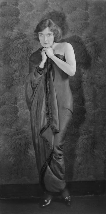 Sybil Thorndike, actress,1922
