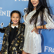 NLD/Amsterdam/20191116 - Filmpremiere Frozen II, Amanda Balk en dochter Vegas