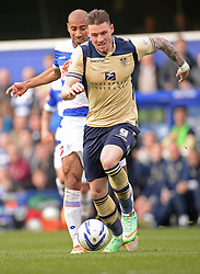 Leeds United's Connor Wickham runs with the ball - Photo mandatory by-line: Mitchell Gunn/JMP - Tel: Mobile: 07966 386802 01/03/2014 - SPORT - FOOTBALL - Loftus Road - London - Queens Park Rangers v Leeds United - Championship