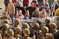 16 OCT 2001, BERLIN/GERMANY:<br /> Bundeswehrsoldaten waehrend der Ausbildung des KFOR-Einsatzverbandes, hier waehrend einem sehr realistischen Uebungsszenario einer gewalttaetigen Demonstration im Ort Bonnland, Infanterieschule des Heeres, Hammelburg<br /> IMAGE: 20011016-01-020<br /> KEYWORDS: Bundeswehr, Armee, Soldat, soldier, Demo, Demonstration