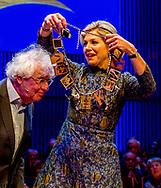 27-11-2017 AMSTERDAM - Schrijver en historicus Geert Mak heeft in Muziekgebouw aan het IJ uit handen van koningin Maxima de Prins Bernhard Cultuurfonds Prijs ontvangen. Aan de prijs is een bedrag van 150.000 euro verbonden. Daarvan is de helft het startkapitaal voor een cultuurfonds op naam.<br /> copyright robin utrecht <br /> <br /> 27-11-2017  AMSTERDAM - Writer and historian Geert Mak has received the Prins Bernhard Cultuurfonds Award from Muziekgebouw aan het IJ from Queen Maxima. An amount of 150,000 euros is attached to the prize. Of these, half is the starting capital for a registered culture fund.<br /> copyright robin utrecht