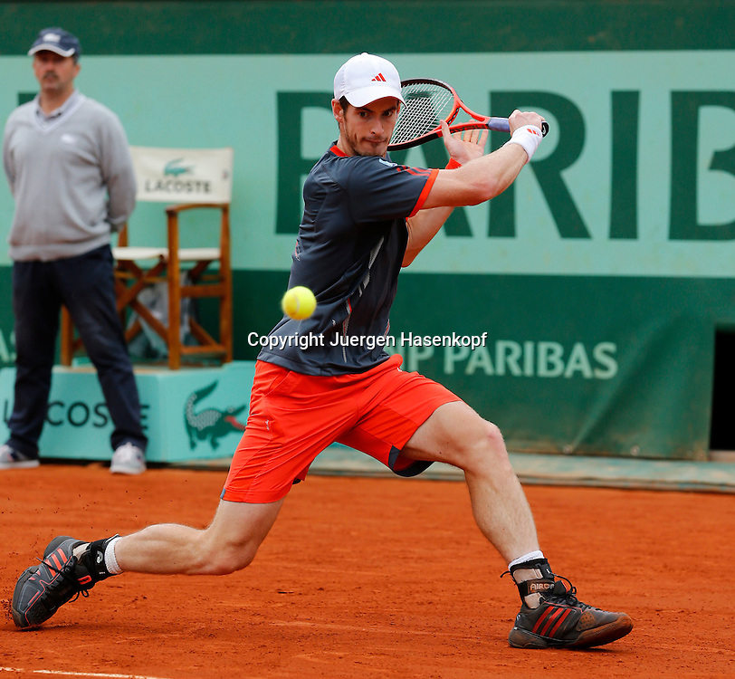 French Open 2011, Roland Garros,Paris,ITF Grand Slam Tennis Tournament ,Andy Murray (GBR).Aktion,Einzelbild,Ganzkoerper,Querformat,