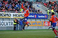 &Aring;LESUND 20110212. Aalesunds Kjell Rune Sellin (tv) feirer sin 1-0 scoring under treningskampen i fotball mellom Aalesund og H&oslash;dd p&aring; Color Line Stadion i &Aring;lesund l&oslash;rdag ettermiddag. Til h&oslash;yre i bildet kommer Solomon Okoronkwo til for &aring; gratulere Sellin.<br /> Foto: Svein Ove Ekornesv&aring;g