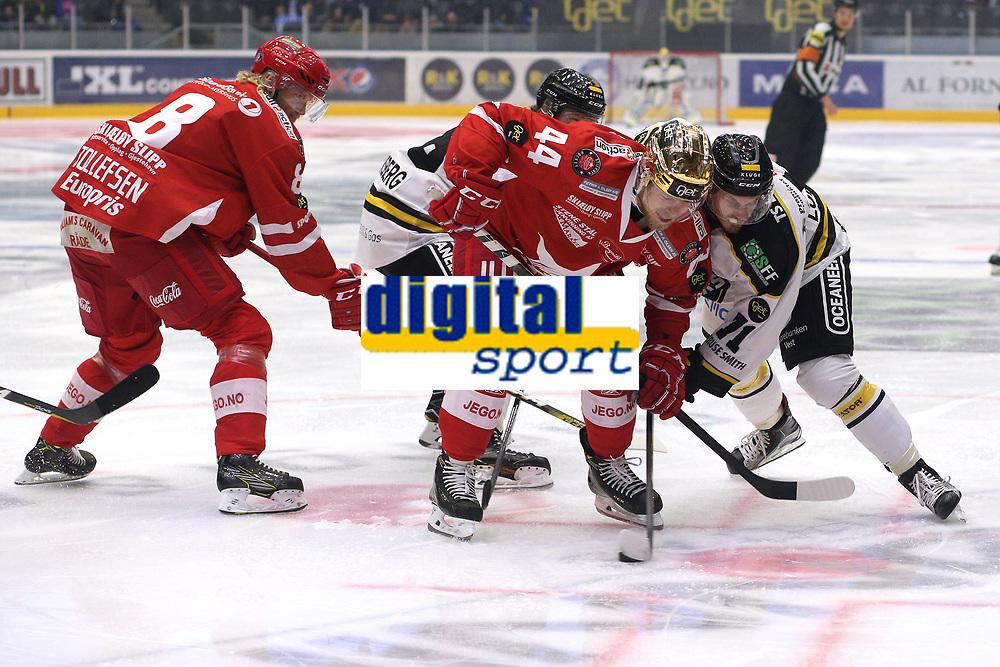 GET-ligaen Ice Hockey, 27. october 2016 ,  Stavanger Oilers v Stjernen<br />Peter Lorentzen fra Stavanger Oilers i aksjon v Victor Backman fra Stjernen<br />Foto: Andrew Halseid Budd , Digitalsport