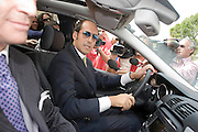 """Foto di Donato Fasano Photoagency, nella foto : Bari - L'imprenditore Giampiero Tarantini, arrestato giovedì per le vicende legate alla droga e agli appalti nella sanità pugliese, esce dal carcere.  nella foto l'avvocato Nicola Quaranta..Il gip del Tribunale di Bari Vito Fanizzi non ha infatti convalidato il fermo avvenuto giovedì scorso, ma ha emesso nei suoi confronti un'ordinanza di custodia cautelare agli arresti domiciliari. ..Secondo il magistrato non è """"sussistente"""" il pericolo di fuga, mentre invece resta il rischio di reiterazione del reato. ..(21 settembre 2009) Tutti gli articoli di politica."""