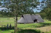 Nederland, Lunteren, Wekerom, 10-9-2017800 jaar voor Christus was ijzer, een nieuw materiaal. Er werden speerpunten en munten van gemaakt. Sporen hiervan zijn bijvoorbeeld te vinden op het Wekeromse Zand. Sinds 2012 staat daar een nagemaakte boerderij uit de IJzertijd, open voor publiek. Middelpunt van Nederland.FOTO: FLIP FRANSSEN