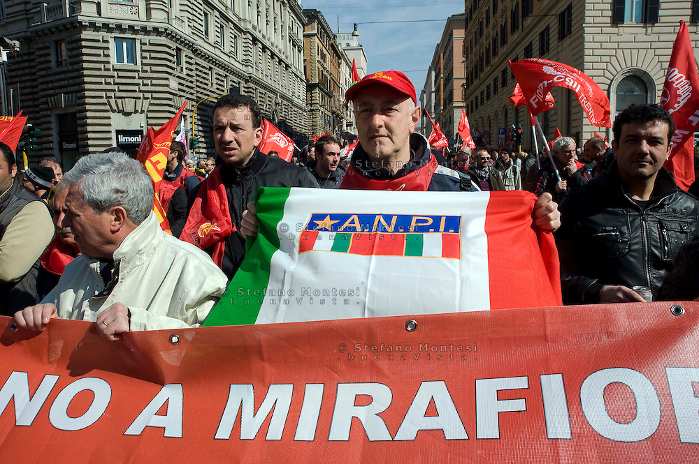 Roma 9 Marzo 2012.Manifestazione nazionale della FIOM, il sindacato dei metalmeccanici, a difesa dell'articolo 18  e contro il governo Monti..Rome 9 March 2012.National demonstration of FIOM, the metalworkers' union, in defense of Article 18 and against  the Monti government.