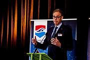 Pieter van Vollenhoven reikt 15 miljoenste zwemdiploma uit<br /> <br /> Pieter van Vollenhoven hands out 15 millionth swimming certificate