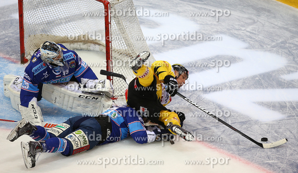 26.12.2013, Albert Schultz Eishalle, Wien, AUT, EBEL, UPC Vienna Capitals vs SAPA Fehervar AV19, 58. Runde, im Bild Zoltan Hetenyi, (SAPA Fehervar AV19, #29), Attila Orban, (SAPA Fehervar AV19, #57) und Benoit Gratton, (UPC Vienna Capitals, #25) // during the Erste Bank Icehockey League 58th Round match between UPC Vienna Capitals and SAPA Fehervar AV19 at the Albert Schultz Ice Arena, Vienna, Austria on 2013/11/24. EXPA Pictures © 2013, PhotoCredit: EXPA/ Thomas Haumer