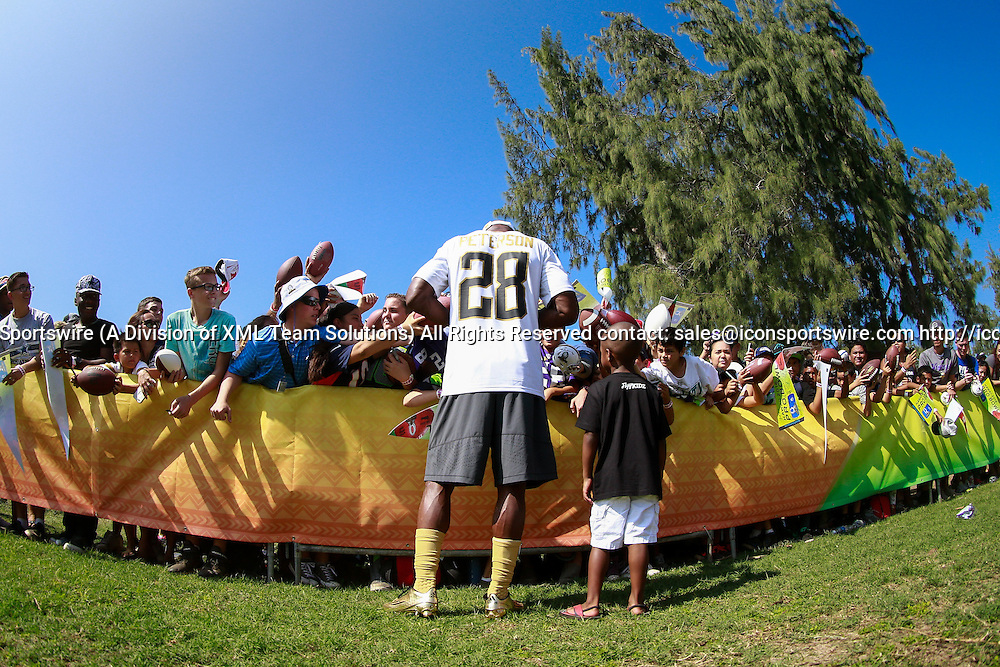 January 29 2016: Team Rice Adrian Peterson signs autographs for fans along with his son after the Pro Bowl practice at Turtle Bay Resort on Oahu, HI. (Photo by Aric Becker/Icon Sportswire)