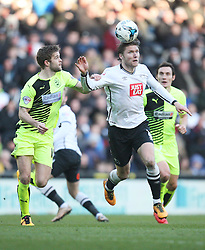 Martin Cranie of Huddersfield Town (L) and Jeff Hendrick of Derby County in action - Mandatory byline: Jack Phillips/JMP - 05/03/2016 - FOOTBALL - iPro Stadium - Derby, England - Derby County v Huddersfield Town - Sky Bet Championship
