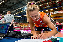 07-07-2017 NED: World Grand Prix Netherlands - Dominican Republic, Apeldoorn<br /> First match of first weekend of group C during the World Grand Prix / Captain Maret Balkestein-Grothues signs the match form