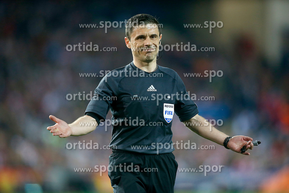 14.04.2015, Estadio Vicente Calderon, Madrid, ESP, UEFA CL, Atletico Madrid vs Real Madrid, Viertelfinale, Hinspiel, im Bild Serbian referee Milorad Mazic // during the UEFA Champions League quarter finals 1st Leg match between Club Atletico de Madrid and Real Madrid CF at the Estadio Vicente Calderon in Madrid, Spain on 2015/04/14. EXPA Pictures &copy; 2015, PhotoCredit: EXPA/ Alterphotos/ Acero<br /> <br /> *****ATTENTION - OUT of ESP, SUI*****