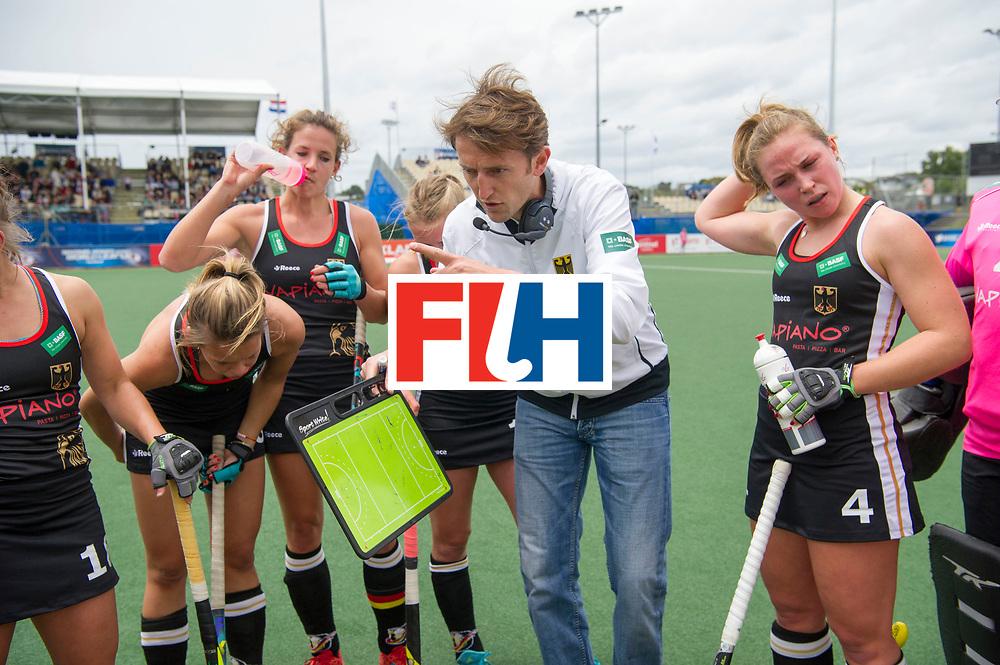 AUCKLAND - Sentinel Hockey World League final women<br /> Match id 10293<br /> 03 England v Germany <br /> Foto: Xavier RECKINGER Head Coach in the break.<br /> WORLDSPORTPICS COPYRIGHT FRANK UIJLENBROEK