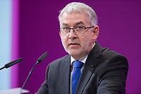 11 JAN 2016, KÖLN/GERMANY:<br /> Willi Russ, zweiter Vorsitzender, Deutscher Beamtenbund, haelt eine REde, dbb Jahrestagung, Koeln Messe<br /> IMAGE: 20160111-01-080
