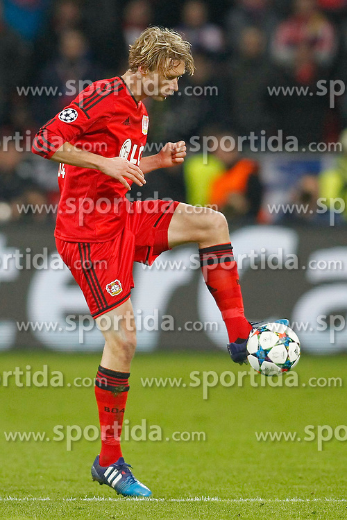 25.02.2015, BayArena, Leverkusen, GER, UEFA EL, Bayer 04 Leverkusen vs Atletico Madrid, 1. Runde, R&uuml;ckspiel, im Bild Kapitaen Simon Rolfes (Bayer 04 Leverkusen #6) // during the UEFA Europa League 1st Round, 2nd Leg match between Bayer 04 Leverkusen and Atletico Madrid at the BayArena in Leverkusen, Germany on 2015/02/25. EXPA Pictures &copy; 2015, PhotoCredit: EXPA/ Eibner-Pressefoto/ Schueler<br /> <br /> *****ATTENTION - OUT of GER*****