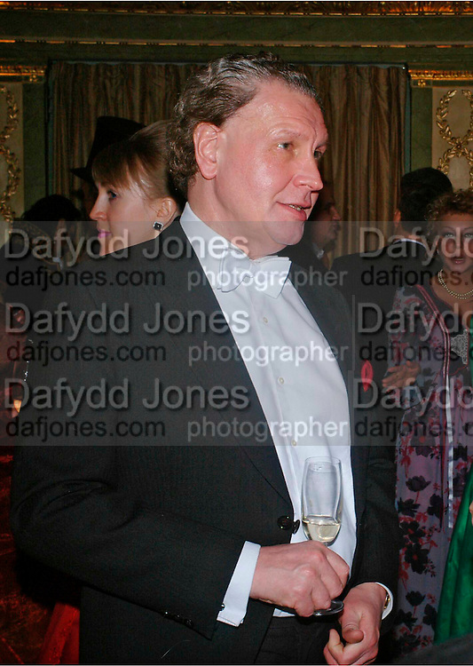 MICHAEL GELARDI. War and Peace charity Ball, Dorchester Hotel. Park Lane. London. 17 February 2005. ONE TIME USE ONLY - DO NOT ARCHIVE  © Copyright Photograph by Dafydd Jones 66 Stockwell Park Rd. London SW9 0DA Tel 020 7733 0108 www.dafjones.com