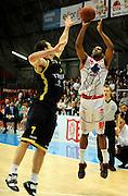DESCRIZIONE : Bologna Lega Basket A2 2011-12 Morpho Basket Piacenza Tezenis Verona<br /> GIOCATORE : Dwayne Anderson<br /> CATEGORIA : Three Points<br /> SQUADRA : Morpho Basket Piacenza<br /> EVENTO : Campionato Lega A2 2011-2012<br /> GARA : Morpho Basket Piacenza Tezenis Verona<br /> DATA : 05/05/2012<br /> SPORT : Pallacanestro<br /> AUTORE : Agenzia Ciamillo-Castoria/A.Giberti<br /> Galleria : Lega Basket A2 2011-2012 <br /> Fotonotizia : Bologna Lega Basket A2 2011-12 Morpho Basket Piacenza Tezenis Verona<br /> Predefinita :
